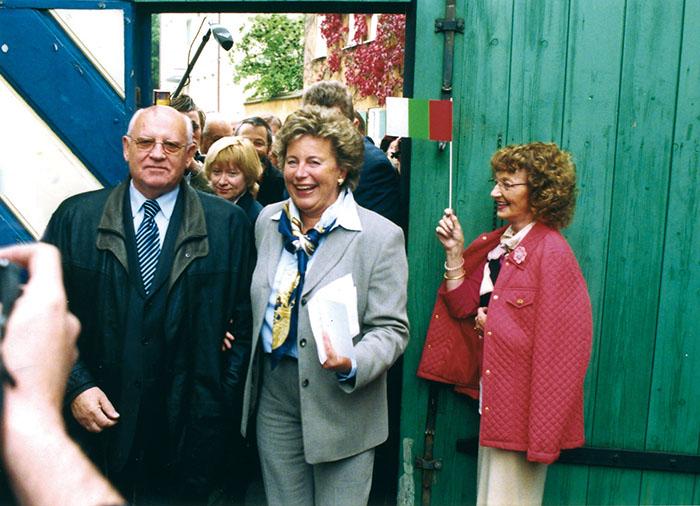 Герцогиня Мария-Элизабет Фуггер фон Кинхберг, руководящая фондом Фуггеров, на встрече с Михаилом Горбачевым в 2005 году.